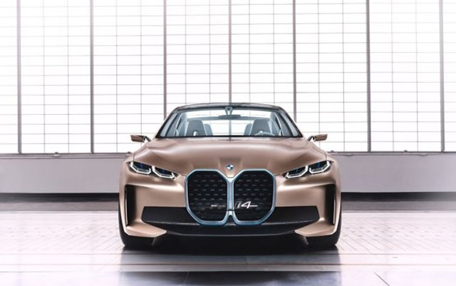 Головний конкурент Tesla: як виглядає BMW i4 - фото 389842
