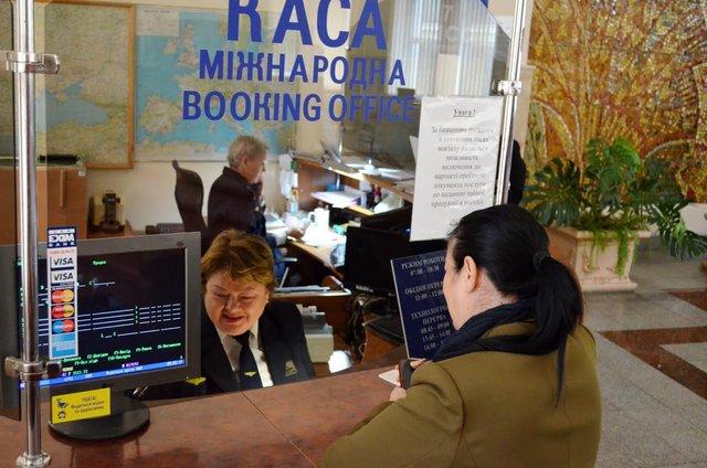 Повернути гроші за квитки можна у касах Укрзалізниці - фото 391923