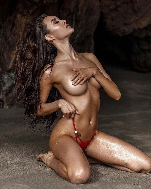 Дівчина тижня: розкута зірка Instagram Коррі Йї, яка заводить мережу інтимними фото (18+) - фото 392285