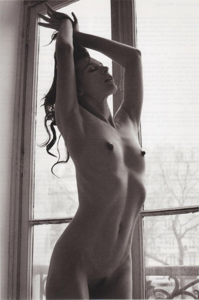 Як змінилась спокуслива і талановита киянка Міла Йовович: фото 18+ - фото 392747