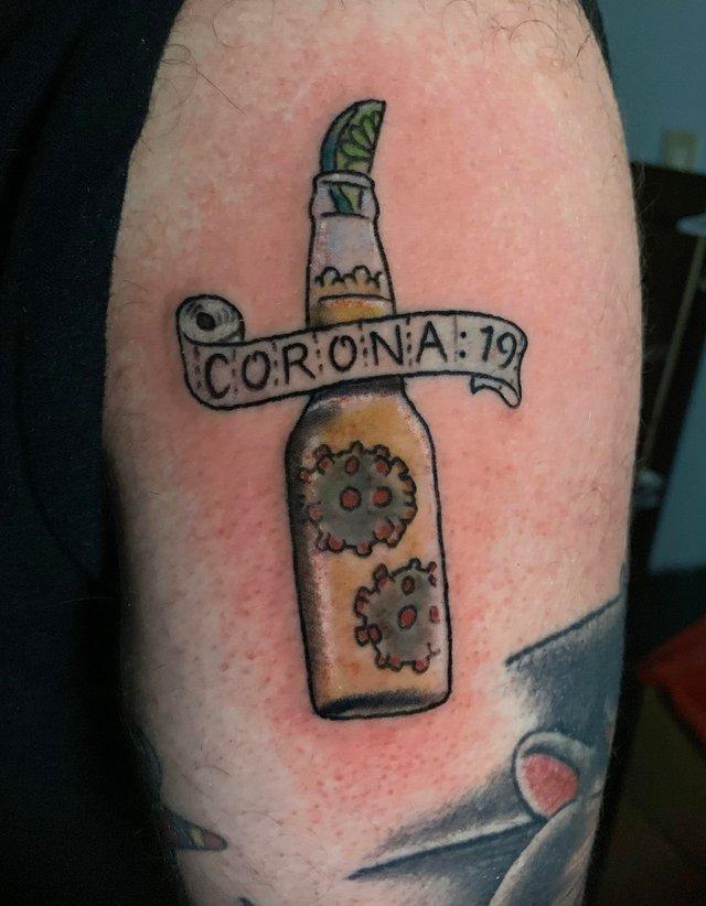 У мережі показали татуювання, присвячені коронавірусу - фото 392782