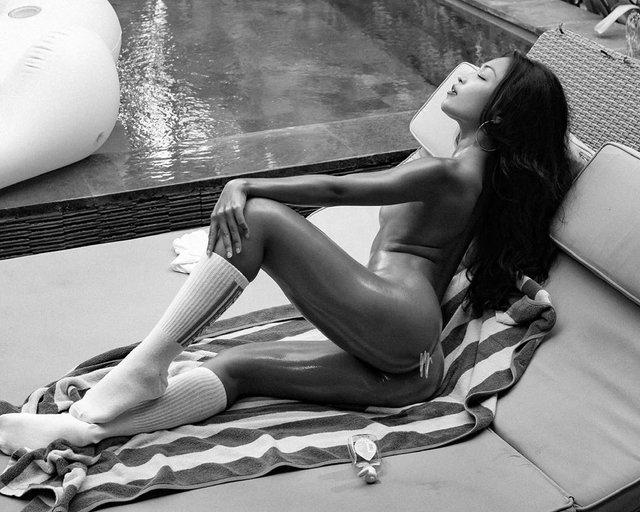 Дівчина тижня: екзотична модель без комплексів Ерзабель, яка спокушає голими фото (18+) - фото 393600
