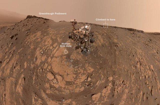 Марсохід Curiosity зробив нове селфі перед рекордним підйомом на пагорб - фото 393861