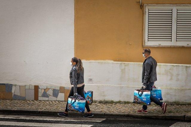 Журналісти створили архів знімків про життя під час пандемії - фото 393904
