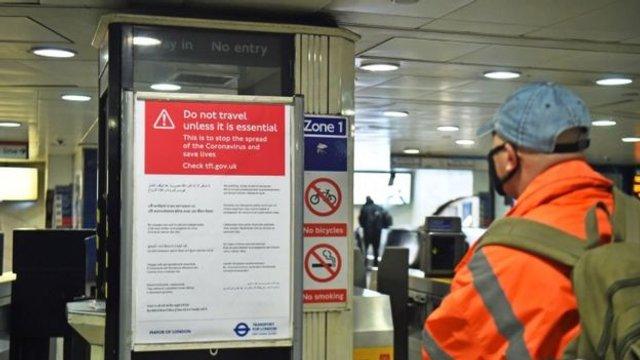 Як виглядає переповнене метро у Лондоні: фоторепортаж - фото 394006