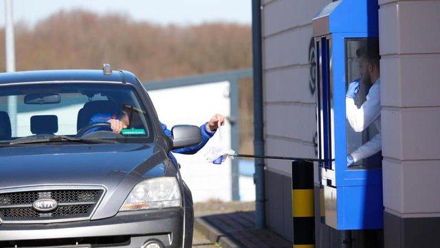 Corona Drive In: у Швейцарії з'явилися кіоски з експрес-тестами на COVID-19 - фото 394049