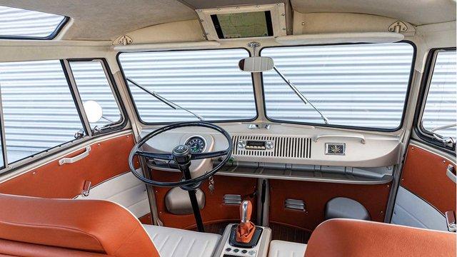 Volkswagen перетворила культовий мікроавтобус 60-х на електрокар - фото 394153