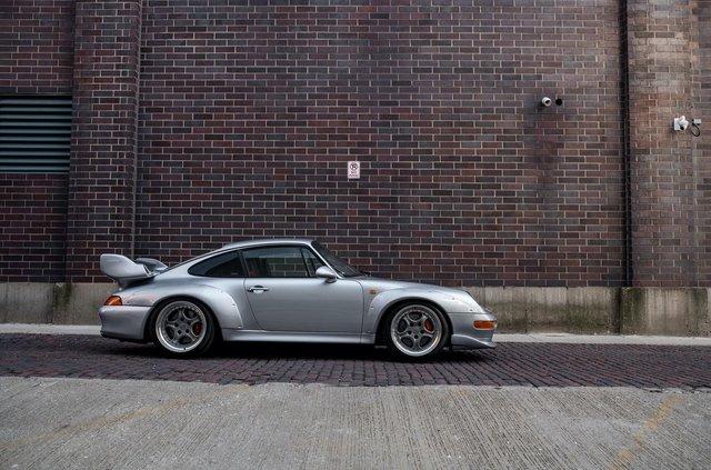 Рідкісний Porsche 911 GT2 виставили на продаж за мільйон доларів - фото 394586
