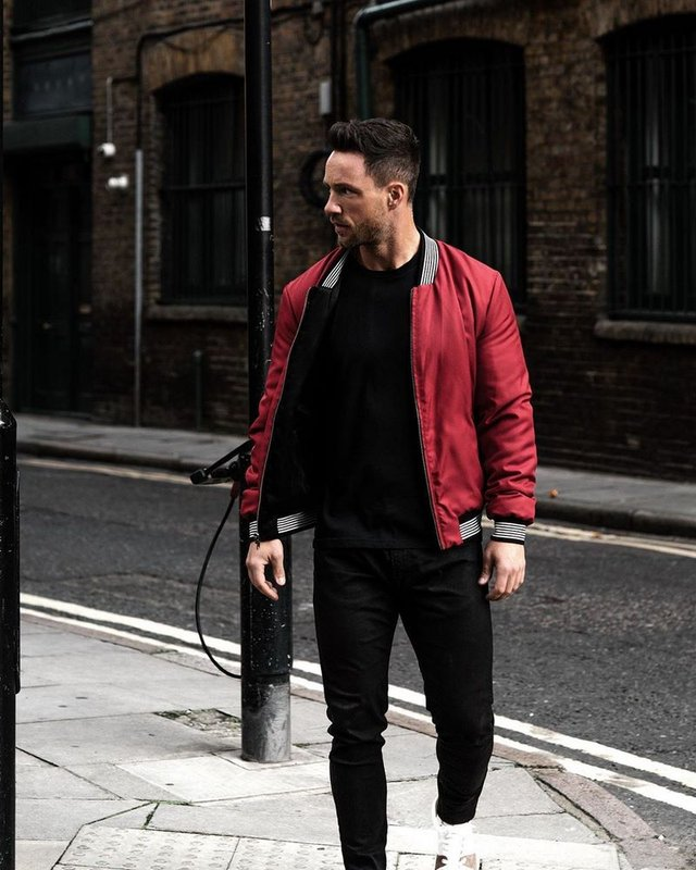 Чоловічі бомбери: яку модель весняної куртки вибрати цього сезону - фото 394755