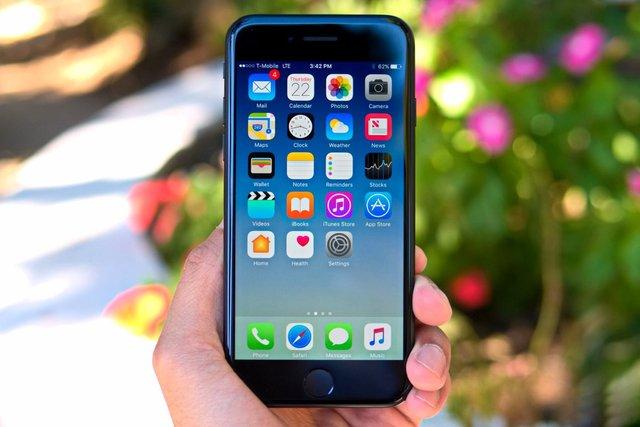 iPhone 7 – компактний і швидкий смартфон - фото 394872