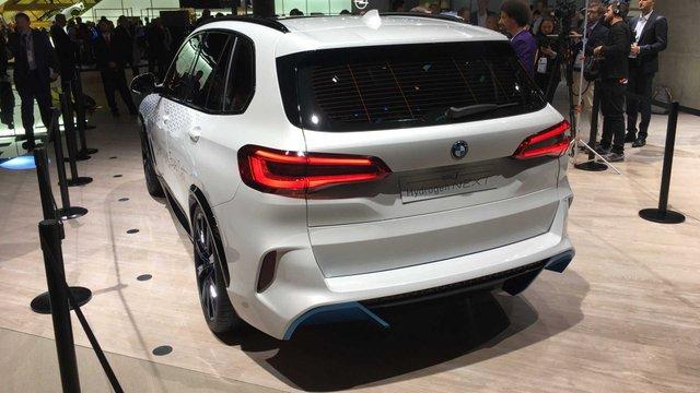 BMW розкрила характеристики водневого кросовера X5 - фото 395020