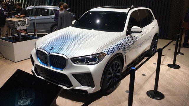 BMW розкрила характеристики водневого кросовера X5 - фото 395021