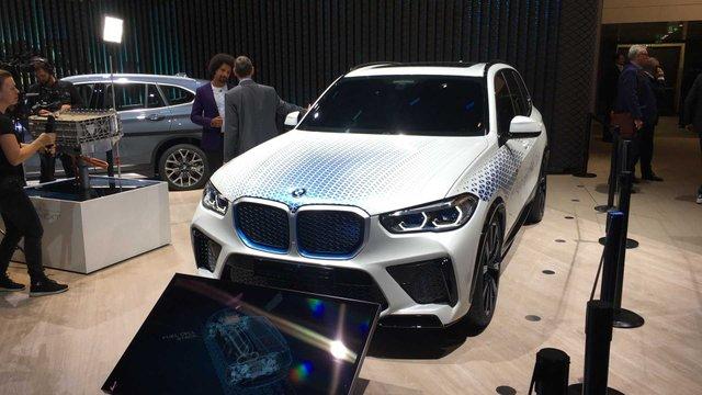 BMW розкрила характеристики водневого кросовера X5 - фото 395022