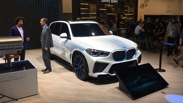 BMW розкрила характеристики водневого кросовера X5 - фото 395023