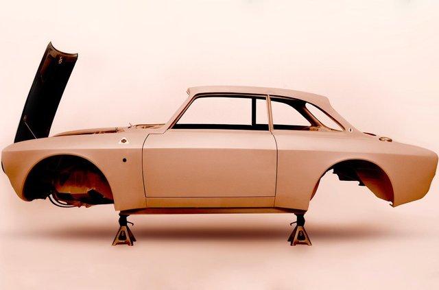 Класичну Alfa Romeo Giulia перетворять на карбоновий суперкар - фото 395142
