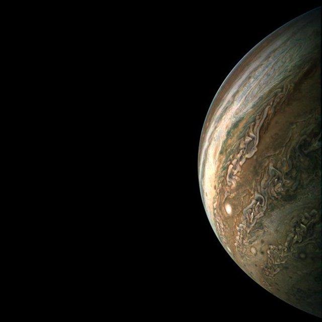 У NASA показали Юпітер на нових знімках: зачаровує - фото 395281