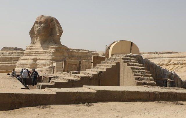 Як дезінфікують головний туристичний об'єкт Єгипту - фото 395289
