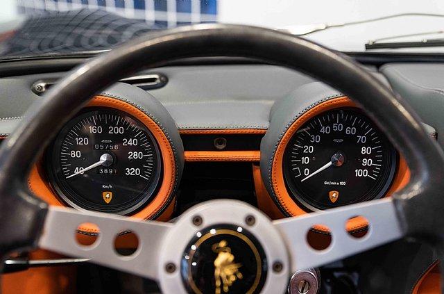 З молотка пустять легендарний Lamborghini Miura SV з найменшим пробігом - фото 395613