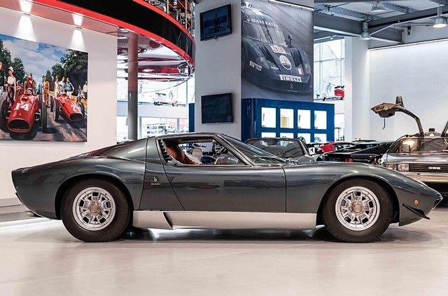 З молотка пустять легендарний Lamborghini Miura SV з найменшим пробігом - фото 395621