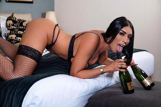 Британська порнозірка розкрила секрет своєї популярності (18+) - фото 395726