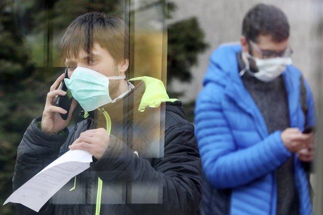 У США рекомендують носити саморобні маски тим, хто здоровий - фото 396266