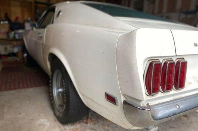 Рідкісний Ford Mustang простояв в гаражі 39 років - фото 396345