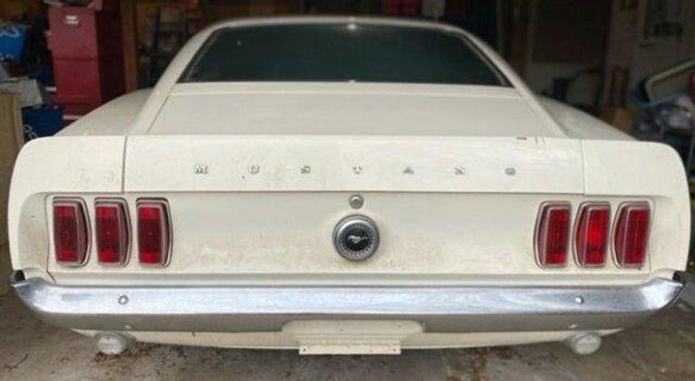 Рідкісний Ford Mustang простояв в гаражі 39 років - фото 396351