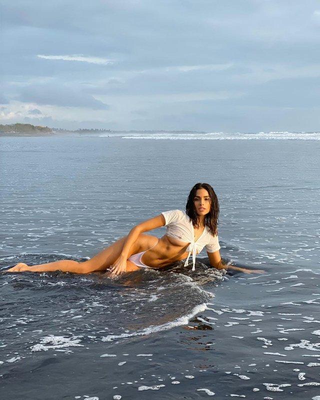 Міс Всесвіт 2012 розбурхала мережу мокрими фото у морі (18+) - фото 396447