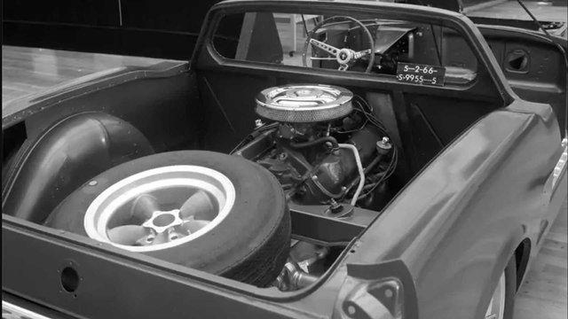 Ford показав загадковий Mustang з двигуном посередині - фото 396641