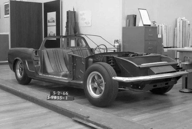 Ford показав загадковий Mustang з двигуном посередині - фото 396642