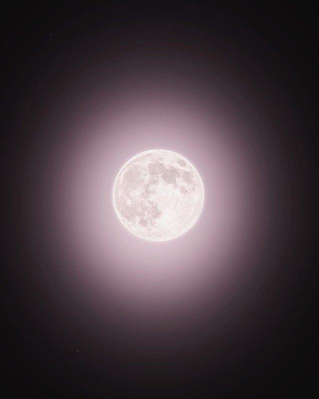 Рожевий супермісяць з'явився на небі: дивіться фото унікального явища - фото 396753