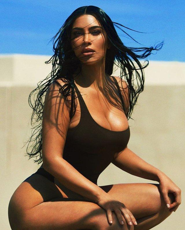 Володарка найпопулярніших сідниць роздяглась на пляжі: пікантні фото - фото 396992