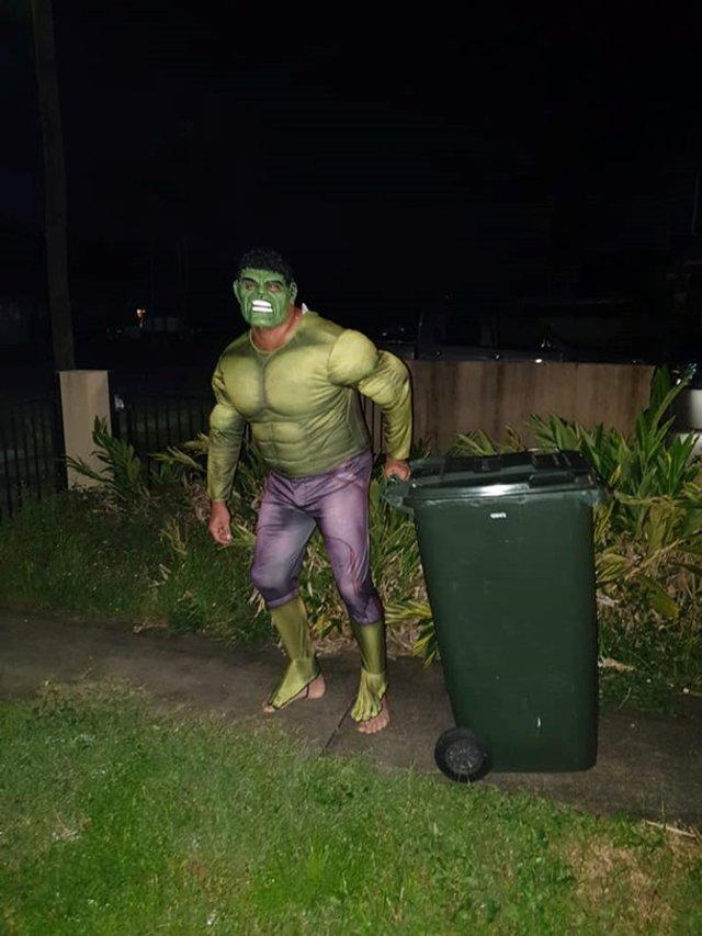 Австралійці влаштували флешмоб-маскарад біля сміттєвого бака - фото 397104