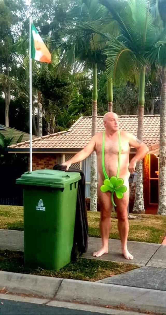 Австралійці влаштували флешмоб-маскарад біля сміттєвого бака - фото 397105
