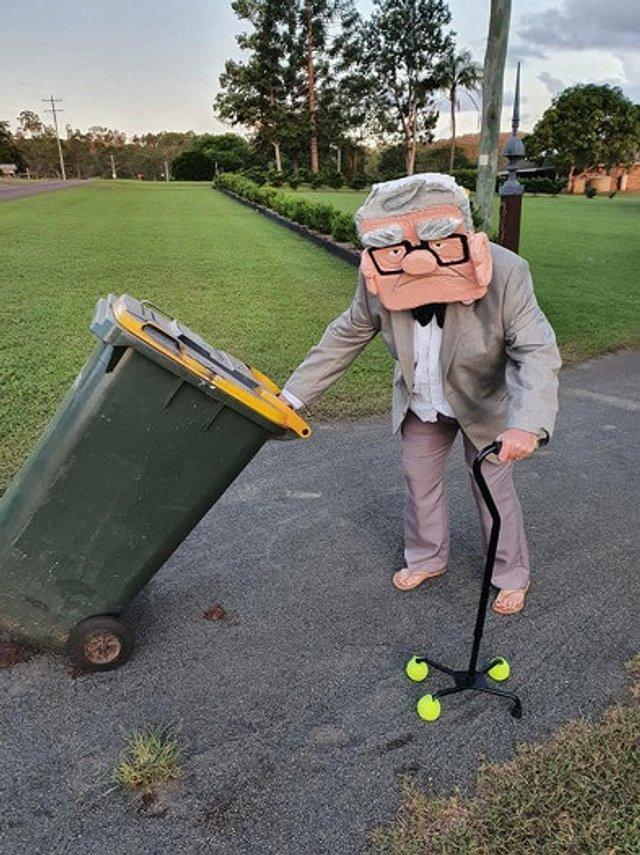 Австралійці влаштували флешмоб-маскарад біля сміттєвого бака - фото 397109
