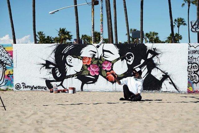 Потужні графіті про коронавірус: добірка фото з усього світу - фото 397593
