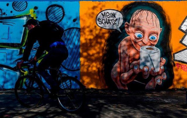 Потужні графіті про коронавірус: добірка фото з усього світу - фото 397596
