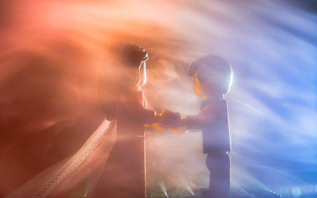 Карантин – не завада: весільний фотограф зробив фотосесію для Lego-молодят - фото 398107