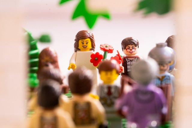 Карантин – не завада: весільний фотограф зробив фотосесію для Lego-молодят - фото 398112