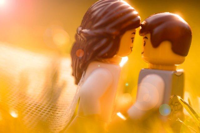 Карантин – не завада: весільний фотограф зробив фотосесію для Lego-молодят - фото 398117