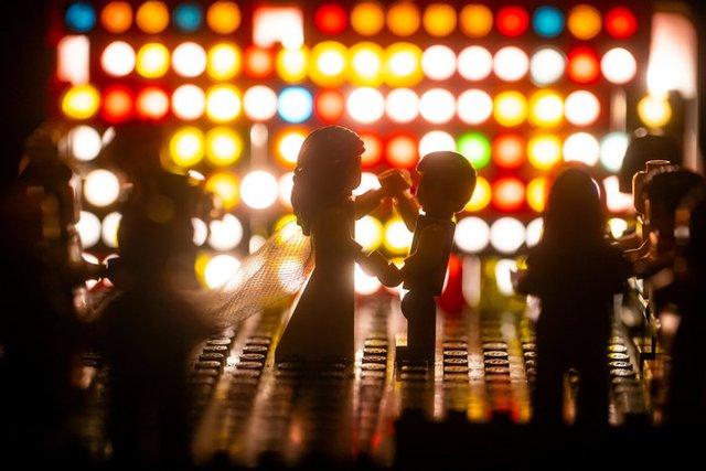 Карантин – не завада: весільний фотограф зробив фотосесію для Lego-молодят - фото 398118