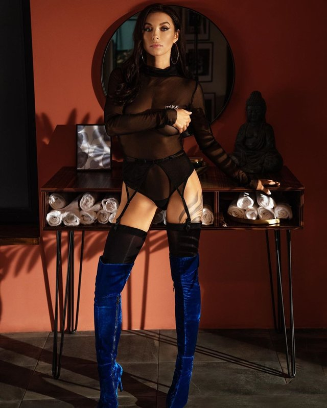 Сексуальна Поліна Логунова підірвала мережу - фото 400198