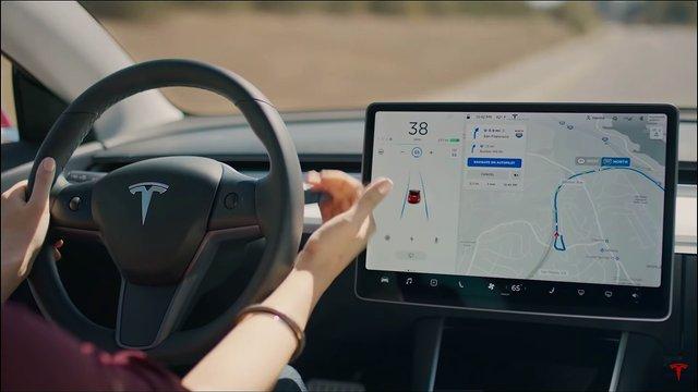 Автопілот Tesla став наполовину безпечнішим - фото 402261