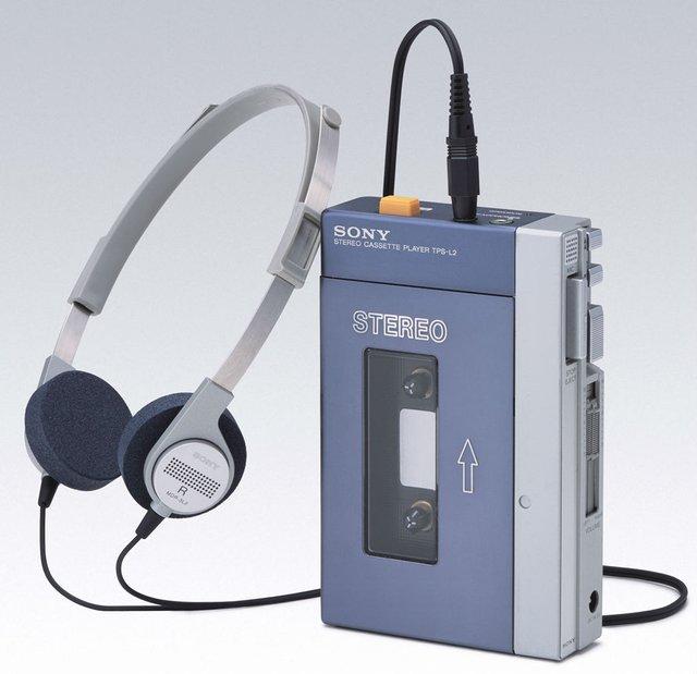 Один з перших плеєрів Sony Walkman - фото 402486