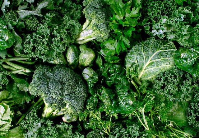Названі види зелені, які варто купувати в травні - фото 402734