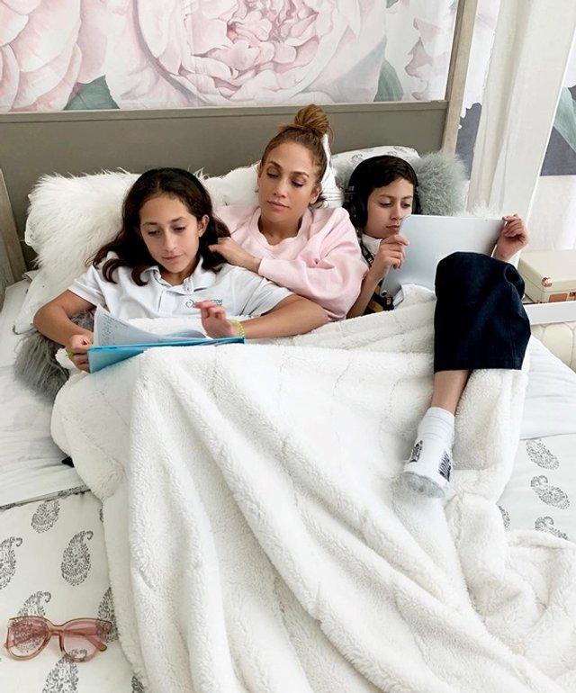 Дочка Дженніфер Лопес написала книгу в 12 років - фото 404003