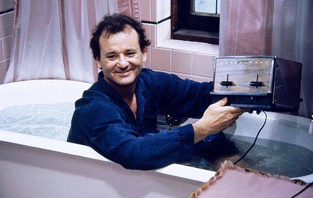 Мені сказали, що вода рятує від коронавірусу: Білл Мюррей дав кумедне інтерв'ю у ванній - фото 404302