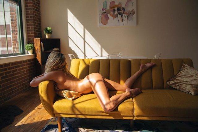 Дівчина тижня: розкута НЮ-модель Саманта Матіас, яка демонструє тіло у всій красі (18+) - фото 404550