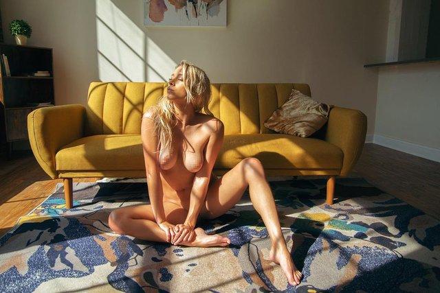 Дівчина тижня: розкута НЮ-модель Саманта Матіас, яка демонструє тіло у всій красі (18+) - фото 404551