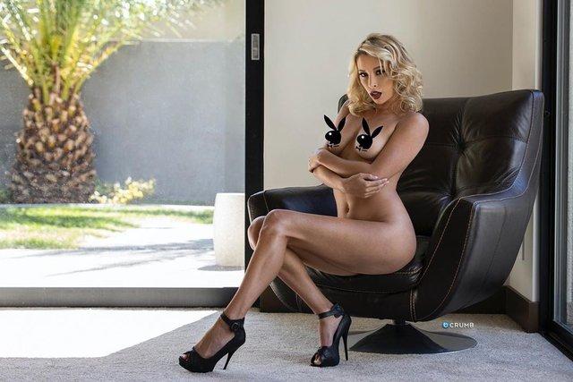 Дівчина тижня: розкута НЮ-модель Саманта Матіас, яка демонструє тіло у всій красі (18+) - фото 404552